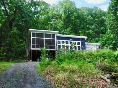 Modern mountainside gem with pool and lovely views