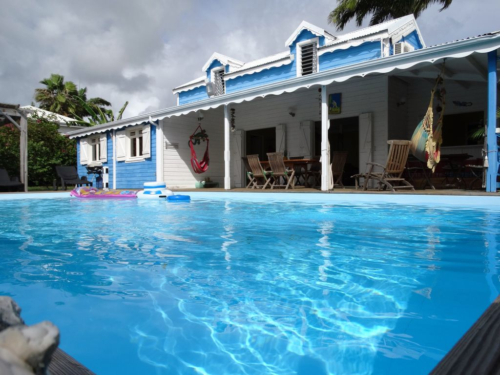 Villa corail et coquillage sainte anne location de for Piscine coquillage