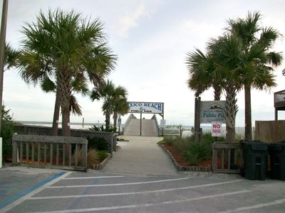end of parking lot / pier
