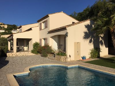 High quality villa with air conditioning, large pool and wonderful sea view