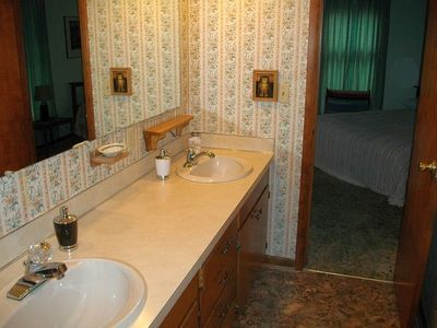 Full Bathroom between 2 bedrooms.