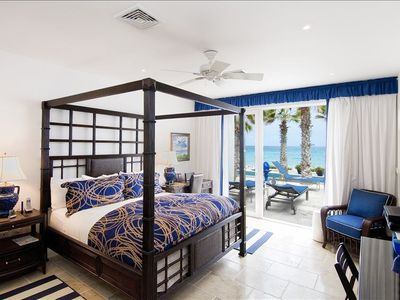 Villa Corinne Master suite w/access to terrace, pool  with en suite bath