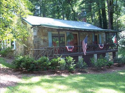 FANTASTIC LOCATION TO ENJOY THE  HENDERSONVILLE/ASHEVILLE...AND SURROUNDING AREA