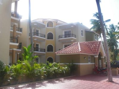 Punta Cana condo rental - Entrance and parking lot to Cocomar Complex