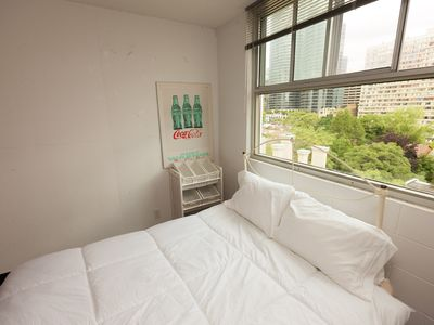 Amazing 2 Bedroom Apartment In Modern High-rise Situated In Downtown Toronto!