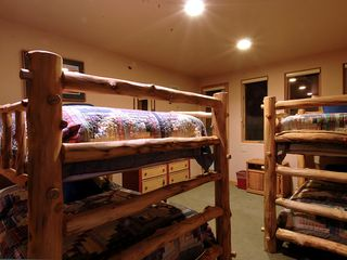 Four O'Clock Breckenridge house photo - Milano Meadows - Texas Moon Bunk, sleeps 6 in a queen bunk (2 queen beds) and twin bunk (2 twin beds), ensuite bath