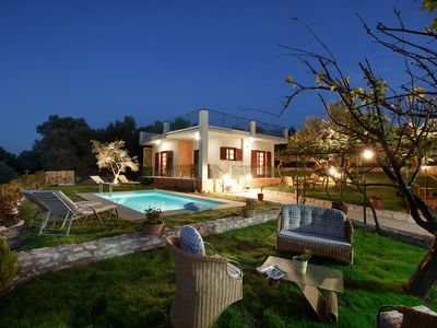 Lily's cottage, secluded, sea view villa with private pool and gardens.