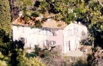 A large holiday home with a swimming pool in Le Var.