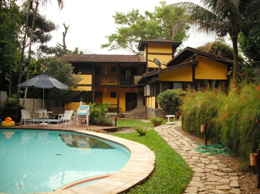 Comfortable house with pool and large gourmet