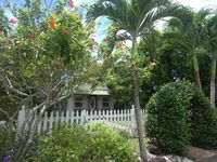 Charming Beach Bungalow with Pool! Stroll or bike to beach and Atlantic Avenue