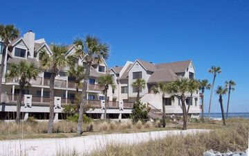 Fripp Island condo rental - Newhaven 644 - Right On The Beach - Pool & Restaurant Just Steps Away!