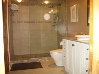 Ottawa house photo - Bathroom adjacent to second bedroom has large walk-in shower.