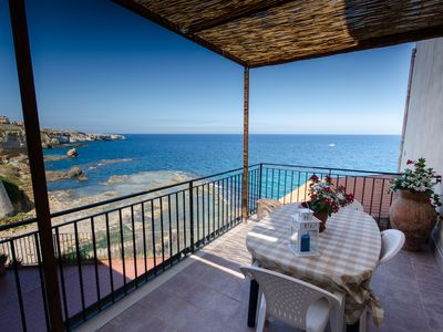 Apartment right on the waterfront, sea views, quiet location