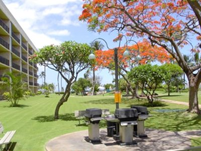 Kihei condo rental - Gas BBQ Grills for your use while staying at the Maui Sunset