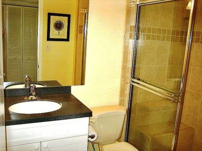Sanibel Island condo rental - Bright Master Bathroom.
