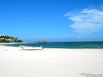 PRIVATE WHITE SAND BEACH. Away from crowds!