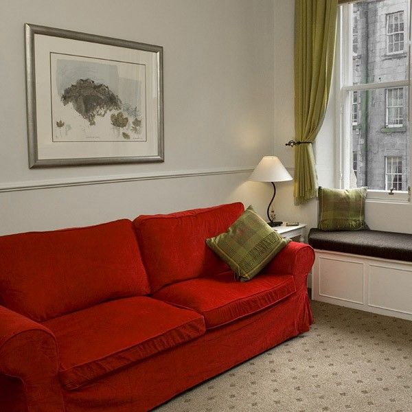 Relaxing, cosy lounge for your Edinburgh vacation
