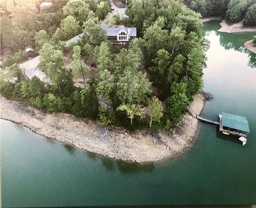 """The Rusty Hook"" - Spacious Lakefront 4 Bedroom W/Private Covered Dock"