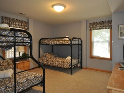 Large ground level bedroom w/bath, Flat screen TV/DVD; Duo Bunk & Twin Bunk Beds