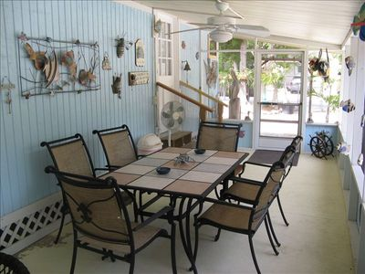 35' x 10' Extra large screened patio features table with 6 chairs