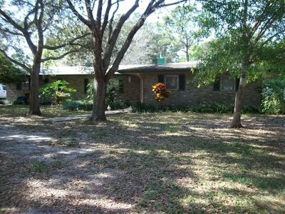 front of house on 1+ acres with shady oak trees