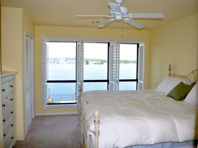 2nd flr bedroom w/ king size bed, has great view of Lake LBJ. Has full bathroom