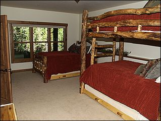 Erzincan house photo - Bedroom 4 - Queen and full bunk bed