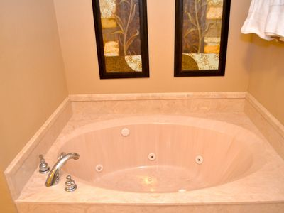 Jetted tub in the master bath!!!