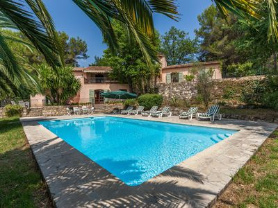 Family Villa with Swimming pool in Le Rouret Sleeps 10 people