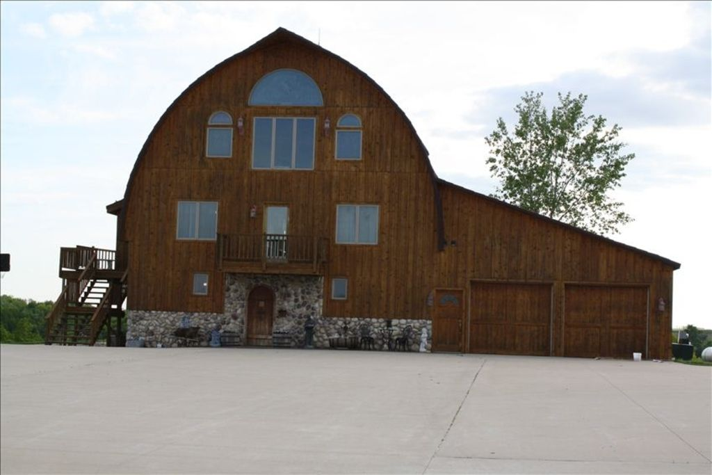 Beautiful country barn house where heaven vrbo for Country barn homes