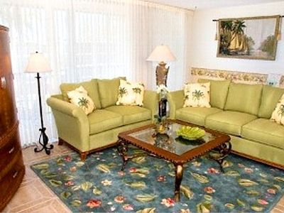 Sanibel Island condo rental - Living Room of F401 with Wrap Around Balcony
