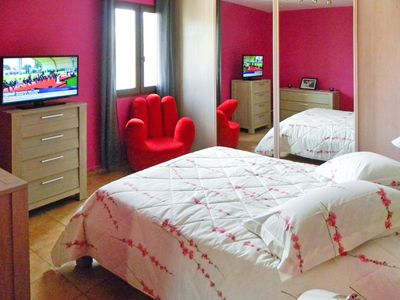 Quiet air-conditioned accommodation, 20 square meters