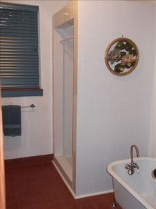 Brightwood house rental - Showers and clawfoot tubs adjoining each of three Schoolhouse bedrooms