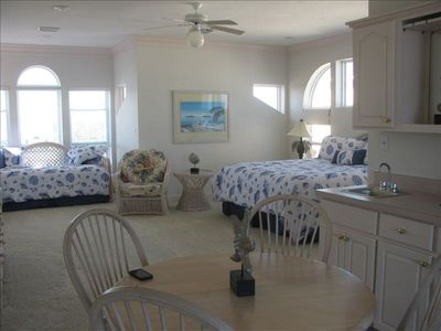 St George Island house rental - Master Penthouse Suite, King bed daybed w/pullout