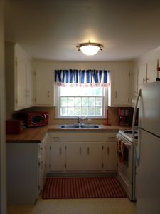 fully equipped kitchen, new refridgerator,DW, oven, new retro-red appliances
