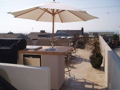 HUGE, PRIVATE Rooftop Deck: stainless steel grill/refrigerator/sink. VIEWS!!!!!!