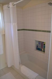 Santa Cruz apartment rental - Full tub/shower in bathroom