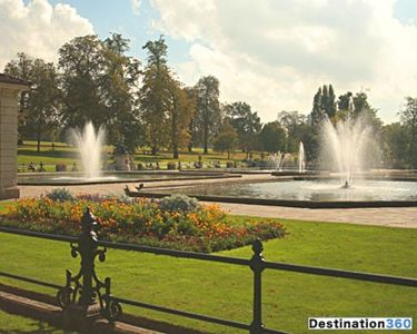 Spanish Fountains in Hyde Park 10 minute walk away