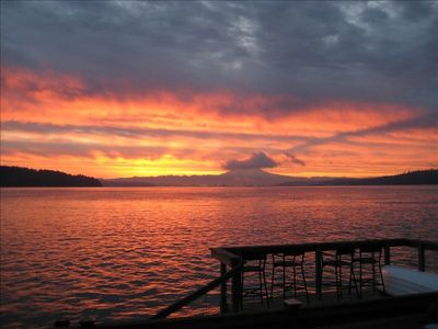 Beautiful sunrise - wake to the sun shimmering off the Puget Sound