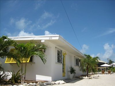AHHHH!  Cool Breezes!  Cute & Clean!  Breezy Spacious Tropical Property!