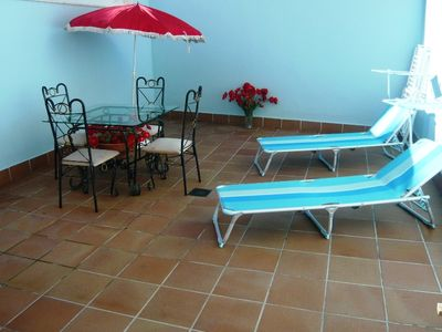 !Large 1 bedroom, sunny patio, fantastic location in centre, close to beach!