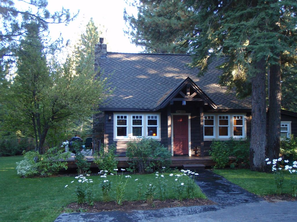 Charming lake tahoe west shore cabin vrbo for Rent a cabin in lake tahoe ca