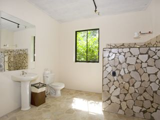 Manuel Antonio villa photo - Walk in shower (downstairs bedroom Tipoha)