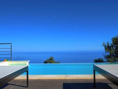 an exclusive terrace suspended between the sea and the forest