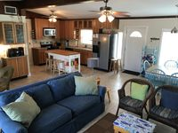 Stone Crab Cottage: Across from Gulf, Volleyball Court, Pet Friendly, No Stairs