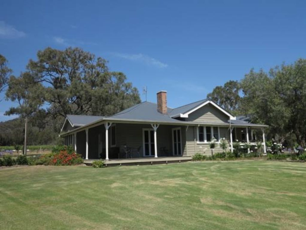 Brokenback Homestead(formerly Oakvale)