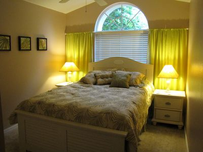 QUEEN BED IN BEDROOM 3