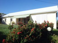 Charming 2 bedroom house and large garden, close to beaches. Comfort
