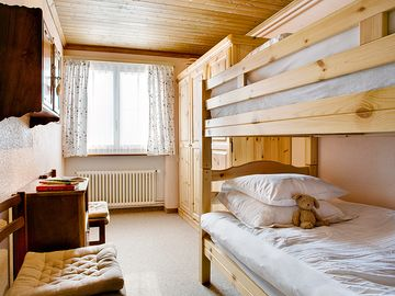 Lower floor bedroom with Bunk Beds (suitable for adults or children)