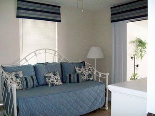 Fort Myers Beach house photo - Twin daybed with additional twin trundle bed underneath the daybed.